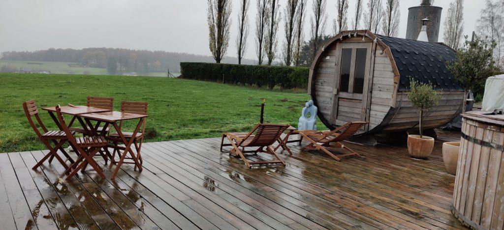 Le sauna et la vue sur les champs voisins