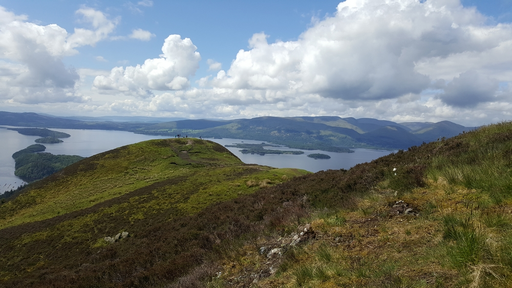 Le paysage depuis durant la montée de la Conic Hill